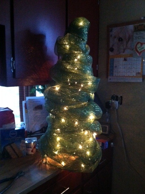 The DIY Life: Deco Mesh Tomato Cage Christmas Tree (4/5)