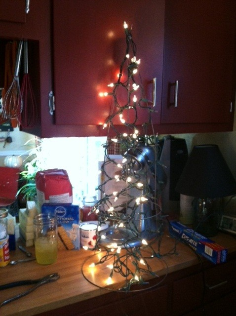 The DIY Life: Deco Mesh Tomato Cage Christmas Tree (3/5)